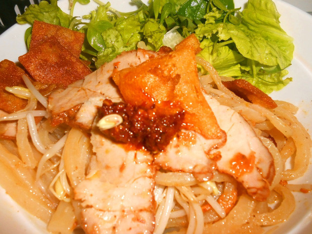 Cao Lau – a delicious noodle dish of Hoi An people