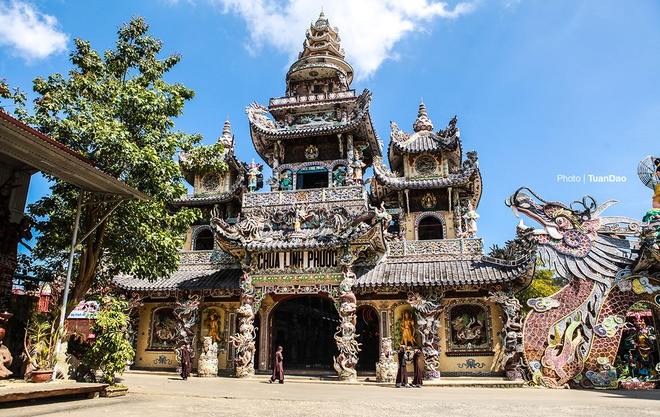 linh-phuoc-the-pagoda-of-records-01