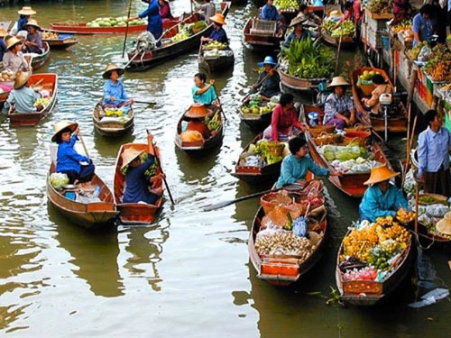 The floating market of Cai Rang is the birth place of specialty nem nuong