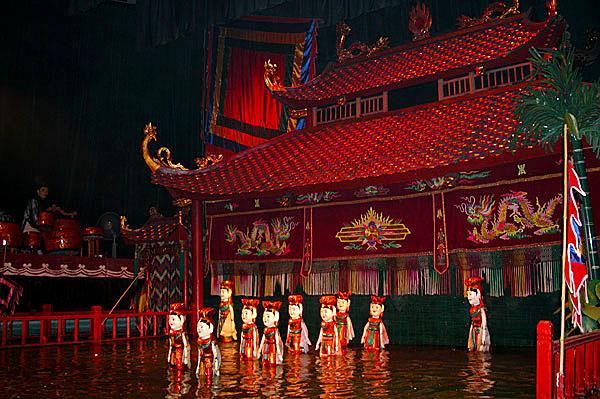 Teatro de marionetas sobre agua de Hanoi