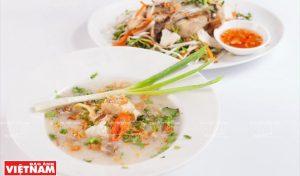 Snakehead bouillie de poisson avec des herbes amères