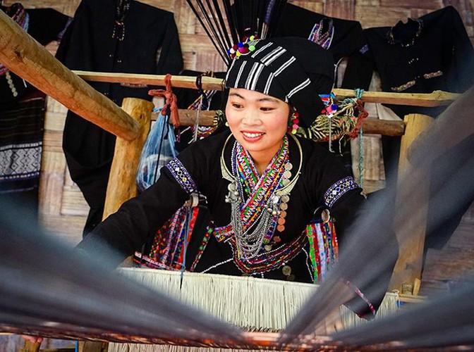 Una niña de etnia lu